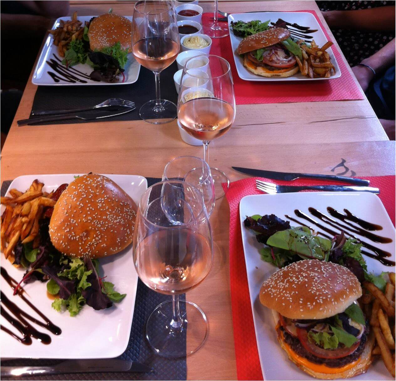 Photo Burger & Wine